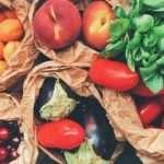 frutta e verdura in sacchetti di carta